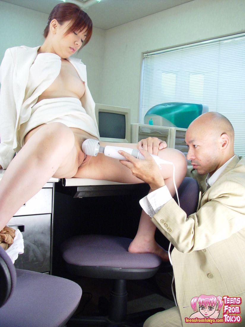 Смотреть японку принимают на работу порно
